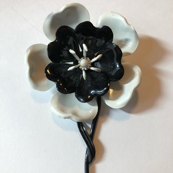 Jewelry vintage metal black white flower pin brooch poshmark m5ab6f7573800c510777e2cd8 mightylinksfo